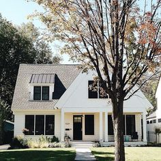 The modern farmhouse design style is not solely for interiors. It'll take center point upon the outside too. Point out curb appeal. Farmhouse exterior design are embellished with glowing siding, tin roofs, barn lighting and touches of rustic wood. Future House, My House, Architecture Design, Farmhouse Architecture, Japanese Architecture, Modern Farmhouse Exterior, Urban Farmhouse, White Farmhouse, Farmhouse Ideas