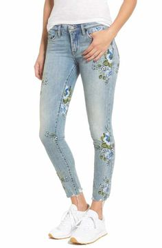 06a25da50 BLANKNYC Floral Embroidered Skinny Jeans (Back to Nature) Pinceles, Telas,  Estilo,