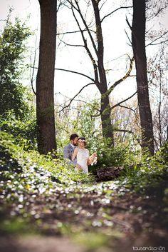 Fotograf : www.tausendschoen-photographie.de, Konzept/Eventplanung : www.factsandfeelings.de mit www.pereraruesche.de, www.herrvoneden.com www.la-chia.de, www.florica.eu, Papeterie : www.majestypaper.com/www.paperbirdie.de, Torte : www.madamemiammiam.de Dekoration/Picknickkorb : www.shopandmarry.de Weibliches Model : Fabienne Birk Männliches Model : Stefan Hahn Haare und Make-up : Monika Leyendecker Kassai