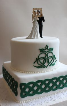 Wedding Cake by Violeta Glace
