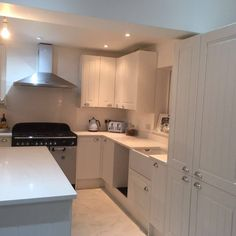 Bianco Marmo Suprema - Hertford - Rock and Co Granite Ltd Speed Cleaning, House Cleaning Tips, Cleaning Hacks, Kitchen Worktop, Kitchen Cabinets, Carrara Quartz, New Kitchen, Clean House, Granite