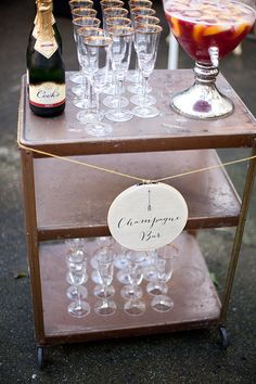 I want to have a champagne bar at my wedding. Champagne Bar, Champagne Sangria, Sangria Bar, Bubbly Bar, Wedding Champagne, Brunch Wedding, Fancy Drinks, Bar Drinks, Beverages