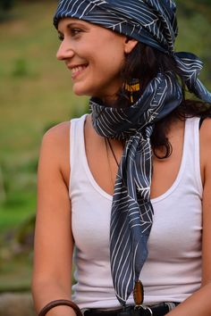 A cool way to wear a headscarf. Artisan, Dreadlocks, Photo And Video, Scarfs, Hair Styles, How To Wear, Inspiration, Beauty, Instagram