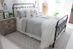 Modern Farmhouse Style Bedroom Decor Ideas 35