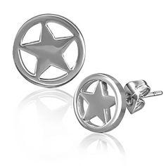 Boucles d'oreilles homme Zense design et tendances en acier inoxydable argenté avec une découpe en forme d'étoile et fermeture par goujon. Matière : acier inoxydable. Longueur : 0.80 cm. Largeur : 0.80 cm. Poids : 1.10 g. Référence : ZE0046.