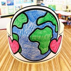 Are you teaching about the Earth or celebrating Earth Day with your preschool, kindergarten, and first grade students? Here is a free Earth Day Hat (or two) from Simply Kinder for your students to show the world what they learned about.