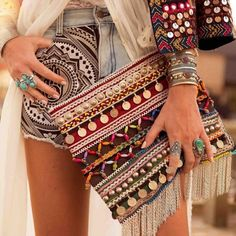 Boho chic embroidered style with a coin clutch Hippie Chic, Hippie Style, Hippie Elegante, Boho Chic, Ethno Style, Style Boho, Look Boho, Gypsy Style, Hippie Bohemian