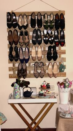 For most of the people a shoe rack is just a supplementary furniture wooden item that helps you keep your shoes in an arranged manner, but to me it is a great… Pallet Crates, Old Pallets, Palette Shoe Rack, Store Fixtures, Shoe Storage, Shoe Racks, Old Wood, Pallet Furniture, Pallet Projects