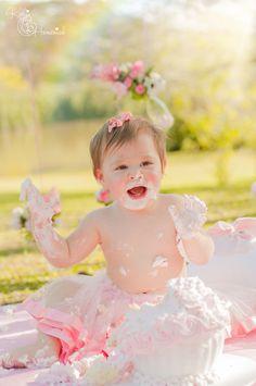 Curitiba, Kelli Homeniuk, Ensaio de bebê, 11 meses, 1 aninho, pré aniversário, bolo big Cupcake, Smash The Cake, Cake Smash, bolo, externo, princesa, flores, rosa, menino, chalkboard (41)9729-6585 ©Kelli Homeniuk - Fotografia Profissional