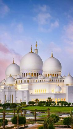 Sheikh Zayeg Crand Mosgue, Abu Dhabi Mosque Architecture, Amazing Architecture, Art And Architecture, Beautiful Mosques, Beautiful Places, Islamic Images, Grand Mosque, Amazing Buildings, Madina