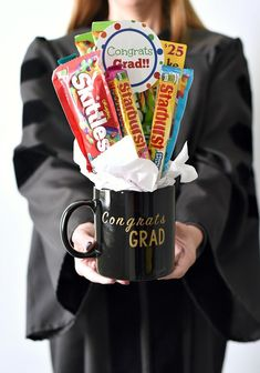 Fun Graduation Gift-Candy Bouquet Fun Graduation Gift Ideas-This graduation bouquet is easy to put together and makes a great grad gift. Boyfriend Graduation Gift, Graduation Gifts For Best Friend, Unique Graduation Gifts, High School Graduation Gifts, Graduation Diy, Grad Gifts, Graduation Gift Baskets, Graduation Presents, Graduation Bouquet