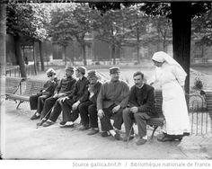 Aveugles [de guerre] aux Quinze-Vingts [hôpital de Paris, 1916] : [photographie de presse] / [Agence Rol] - 1