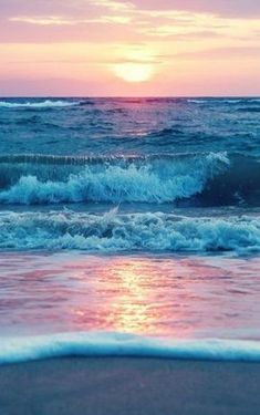 15 breathtaking photos that show the might and beauty of our oceans 15 atemberaubende Fotos, die die Kraft und Schönheit unserer Ozeane zeigen Nature Ocean Day, Ocean Beach, Ocean Waves, Ocean Pics, Ocean Sunset, Sunset On Beach, Blue Sunset, Water Waves, Sea And Ocean