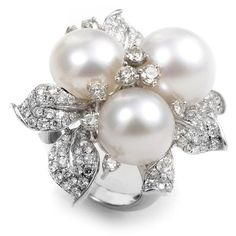 Pre-owned 18K White Gold Diamond & Pearl Bouquet Ring ($3,795) ❤ liked on Polyvore featuring jewelry, rings, statement rings, pre owned diamond rings, 18k ring, pearl cocktail ring and white gold cocktail rings