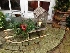 Fru Pedersens have: Gamle kælke i julehaven. Christmas Garden Decorations, Christmas Porch, Christmas Centerpieces, Diy Party Decorations, Christmas Love, Christmas Wreaths, Xmas, Diy Weihnachten, Holiday Ornaments