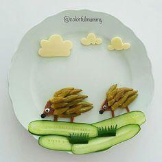 Anne kirpi yavrusunu okul alışverişine götürüyormuş... Mother hedgehog is taking her little one to shopping for school... . Bamya yemeği, salatalık, peynir,ekmek cikolata granül... Okra meal,cucumber, cheese, bread, chocolate granules. . #hedgehog #vegetable #clouds #bebeksofrasi