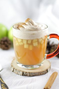 Heißer Apfelpunsch mit Vanille-Zimt-Sahne - Mary Loves Ponche de manzana caliente con crema de vainilla y canela [alkoholfrei] Smoothie Recipes, Snack Recipes, Smoothies, Drink Recipes, Mini Desserts, Fall Desserts, Manicure E Pedicure, Pumpkin Spice Cupcakes, Cinnamon Cream Cheeses