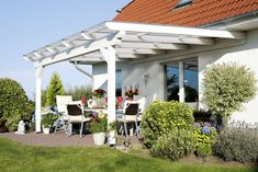 There are lots of pergola designs for you to choose from. First of all you have to decide where you are going to have your pergola and how much shade you want. Pergola En Kit, Pergola Alu, Pergola Carport, Pergola Canopy, Pergola Attached To House, Deck With Pergola, Wooden Pergola, Covered Pergola, Pergola Patio