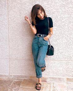 Look com calça mom jeans Look com calça mom jeans Look com calça mom jeans tshirt preta e rasteirinha. The post Look com calça mom jeans appeared first on New Ideas. Simple Outfits, Casual Outfits, Fashion Outfits, Casual Jeans, Swag Fashion, Dope Fashion, Dress Casual, Woman Fashion, Fashion Pants