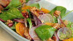 Salat med appelsin, rødløk og søte nøtter