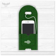 Stationäre Ladestation aus Filz für fast alle Smartphones geeignet. Vielleicht in grün? Es gibt noch viel mehr Farben und Formen zu entdecken. http://www.xmaskom.de/kit2/imagetweak/gallery/flexslider?pid=0fd3dfbcceba2140bf93a9b0c79a7ce2