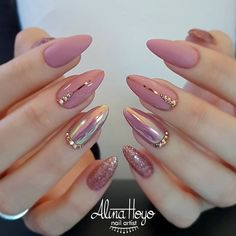 Nail polish original transparent nude nail art easy to make black line min varnish nail original transparent nude nail art simple black line min ., # to # volts, a woman who breaks nine toe to get a .Soft Pink Nails Designs for winter glitter 2019 An Soft Pink Nails, Mauve Nails, Shiny Nails, Pink Gold Nails, Pink Nail Art, Pink Soft, Nagel Hacks, Nails Design With Rhinestones, Almond Shape Nails