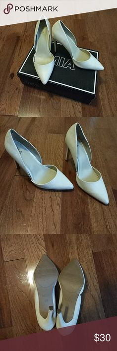 Mint condition cream pumps 3 1/2 in heel, cream, only wore once Mia Shoes Heels