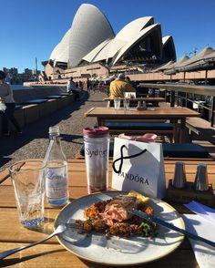 Instagram의 Ivy Choi님: 오페라하우스 한입 나 한입. # #again #syd #sydney #시드니 #australia #호주 #operahouse #오페라하우스 #selfie #selca #셀카 #셀피 #셀스타그램 #여행 #여행스타그램 #trip #travel #eat