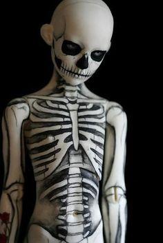 Full Bodypaint - Skeleton. Creepy but creative!