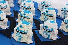 R2D2 Cakes made of cake & rice krispy treats.