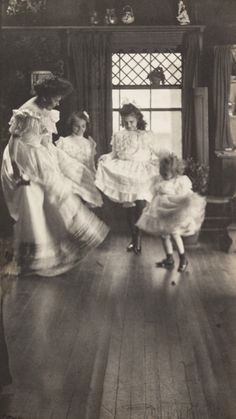 The Dance, by Gertrude Käsebier, 1905, The Royal Photographic Society.