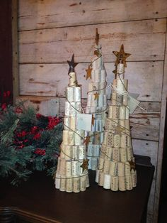 Wine cork Christmas trees - of course, you don't get so many corks these days. Christmas Projects, Holiday Crafts, Christmas Crafts, Christmas Decorations, Wine Cork Christmas Trees, Wine Craft, Wine Cork Crafts, Wine Bottle Art, Wine Bottle Crafts