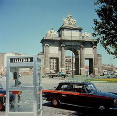 """860 Me gusta, 34 comentarios - IT'S OLD MADRID (@itsoldmadrid) en Instagram: """"📸1960's, 📍Puerta de Toledo. . . . VÍA: Santos Yubero. . . . Sigo enamorado de esos taxis, me…"""" Vehicles, Instagram, Santos, Old Pictures, In Love, Car, Vehicle, Tools"""