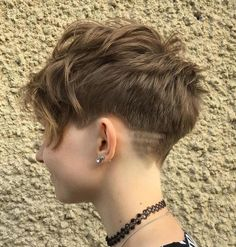 Layered Tapered Pixie Cut Hair Cuts wellig 30 Standout Curly and Wavy Pixie Cuts Longer Pixie Haircut, Short Pixie Haircuts, Wavy Pixie Haircut, Undercut Pixie, Undercut Long Hair, Haircut Long, Try On Hairstyles, Pixie Hairstyles, Tomboy Hairstyles