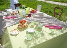 Prestretý stôl s kolekciou Loneta.  #prestieranie#zahrada#piknik#keramika#inspiracia Table Decorations, Fabric, Home Decor, Tejido, Tela, Decoration Home, Room Decor, Cloths, Fabrics