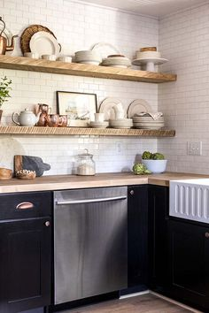 The Eclectic Home Tour of Jenna Sue Design Cottage is stunning. From outdated house to charming, neutral cottage with lots of unique design details. New Kitchen, Kitchen Dining, Kitchen Decor, Kitchen Corner, Kitchen Ideas, Kitchen Cabinets, Cocinas Kitchen, Design Blog, Design Ideas
