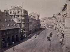 """Auf der Zeil.  Das Gebäude links unten, mit Arkaden ist ein Wachgebäude aus dem 16. Jahrhundert, welches dem Platz seinen Namen """"Konstablerwache"""" gab. Jetzt steht da das: http://www.dic-asset.de/images/immobilien/portfolio/VAD/FFM_Bienenkorbhaus/FRA_Zeil6569_fr_019_gr.jpg"""