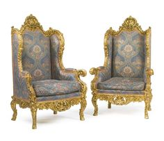 A LARGE PAIR OF CARVED GILTWOOD AND SILK UPHOLSTERED FAUTEUILS À OREILLES FRANCE, LATE 19TH CENTURY