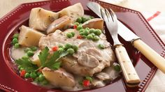 Got 15 minutes? Start a slow-cooked supper of pork chops or pork loin and red potatoes in a creamy mushroom sauce. Sliced mushrooms and frozen sweet peas help speed things along.
