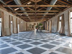 las tenadas-72765Love the floor and exposed beam ceiling