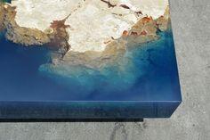 Parece un trozo de océano que llevas directo a tu casa, como un mapa topográfico que alguien ha impreso en 3D. Sin embargo, se trata del diseño de un experto en fabricar muebles a mano