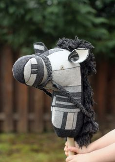 Free pattern and tutorial for a hobby horse