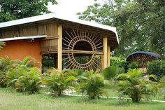 El bambú es un material antisísmico, ecológico, sustentable, sostenible y resistente con propied...