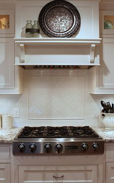 Looking for Kitchen Vent Range Hood Home Design Photos? Here we have 40 different ideas that can help you when designing your new kitchen. There are many different types of vent hoods. Kitchen Vent Hood, Kitchen Exhaust, Kitchen Stove, Kitchen Redo, Kitchen Backsplash, New Kitchen, Kitchen Remodel, Kitchen Ideas, Backsplash Ideas