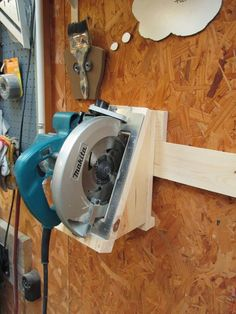 Good reparation and organisation are key to DIY success and that starts with tool storage. Discover a great French cleat storage system for your power tools. Tool Storage Cabinets, Garage Tool Storage, Workshop Storage, Garage Tools, Diy Storage, Storage Ideas, Garage Workbench, Workbench Plans, Lumber Storage