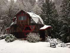 cabinporn:    Geodesic cabin in Welches, Oregon.  Submitted by Thomas Stout.