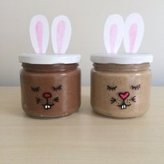 Here's two fun No-cooked play dough recipes for Easter, a great alternative gift to chocolate. Hot Cross Bun scented Play dough 1 cup flour 1 tbsp cinnamon 1 tbsp Mixed spice cup salt 1 t… Easter Recipes, Easter Food, Easter Ideas, Chocolate Bomb, Cake Blog, School Holidays, Dough Recipe, Diy Food, Play Dough