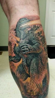 Godzilla-tattoos (10) Wicked Tattoos, Hot Tattoos, Tattoos For Guys, Tatoos, Half Sleeve Tattoos Designs, Tattoo Designs Men, Japanese Monster Movies, Godzilla Tattoo, Cartoon Meme