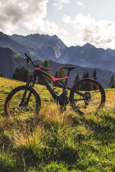 1200 kilometers of excellently-prepared cycling and mountain biking trails offer guaranteed fun and excitement in Zillertal. Mountain Bike Tour, Mountain Bike Trails, Mountain Photos, Bike Path, Natural Scenery, Paths, Beautiful Places, Cycling, Tours