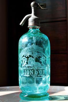 Beautiful old spritzer bottle Antique Bottles, Vintage Bottles, Bottles And Jars, Antique Glass, Glass Bottles, Liquor Bottles, Vert Turquoise, Shades Of Turquoise, Teal Blue